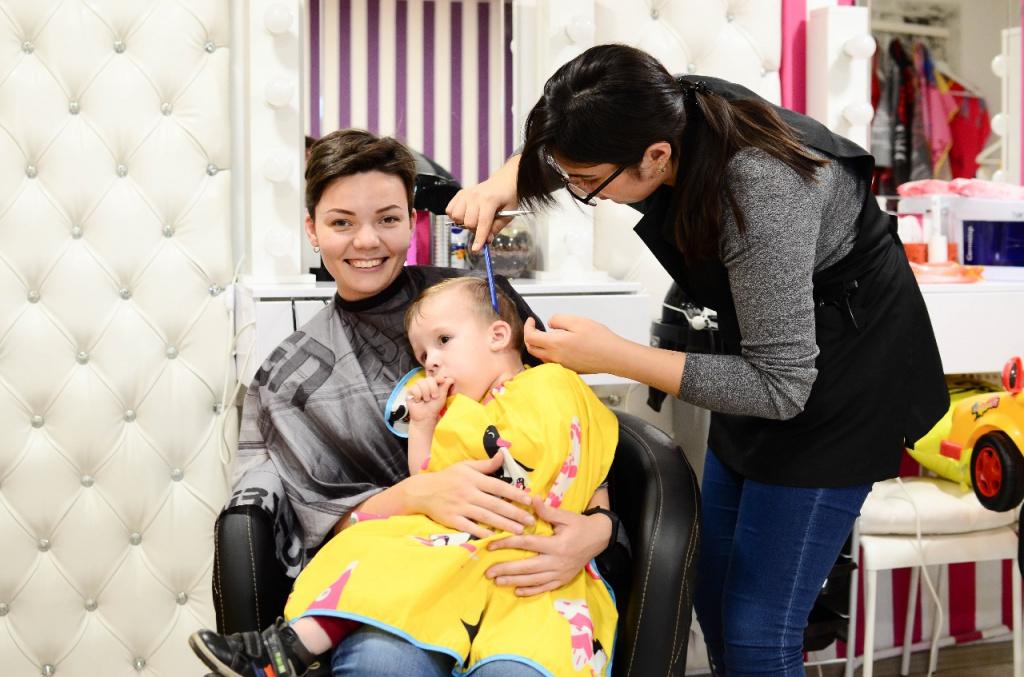 В Костанае открылся первый салон красоты для малышей